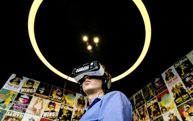VR headset thinking tech